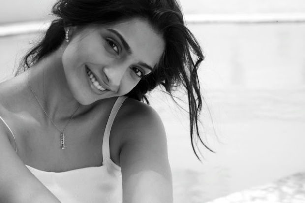l'oréal-paris-collection-privée-belleza-beauty-musas-muses-modaddiction-moda-fashion-glamour-chic-campana-video-campaign-sonam-kapoor