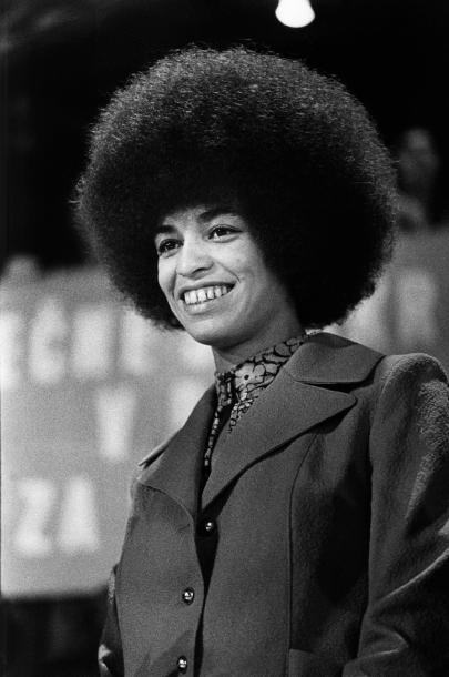 most-iconic-hair-styles-haircut-iconos-cortes-pelo-modaddiction-style-estilo-historia-history-moda-fashion-trends-tendencias-angela-davis-afro.jpg