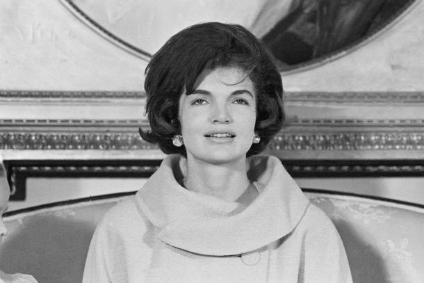 most-iconic-hair-styles-haircut-iconos-cortes-pelo-modaddiction-style-estilo-historia-history-moda-fashion-trends-tendencias-jacqueline-kennedy-the-first-lady.jpg