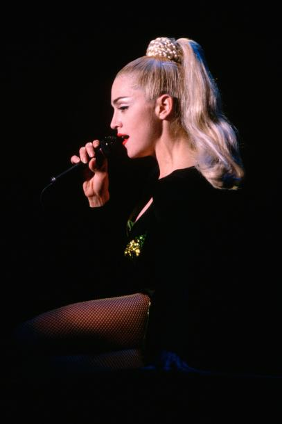 most-iconic-hair-styles-haircut-iconos-cortes-pelo-modaddiction-style-estilo-historia-history-moda-fashion-trends-tendencias-madonna-blonde-ambition.jpg