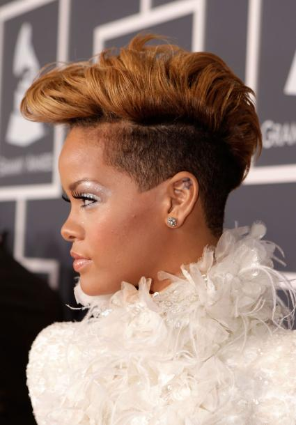 most-iconic-hair-styles-haircut-iconos-cortes-pelo-modaddiction-style-estilo-historia-history-moda-fashion-trends-tendencias-Rihanna-The-Undercut