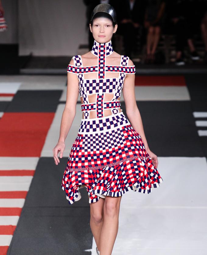 paris-fashion-week-pring-summer-2014-semana-moda-primavera-verano-2014-modaddiction-desfile-catwalk-pasarela-runway-chic-estilo-style-Alexander-mcqueen-1