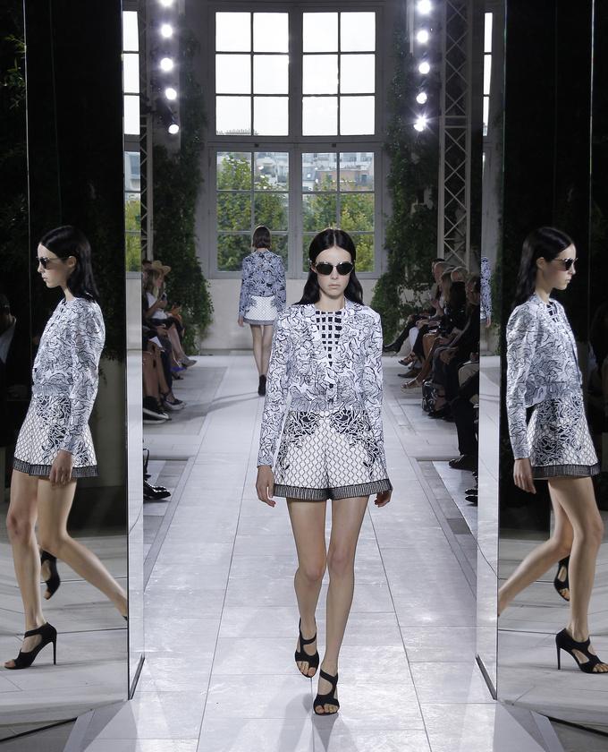 paris-fashion-week-pring-summer-2014-semana-moda-primavera-verano-2014-modaddiction-desfile-catwalk-pasarela-runway-chic-estilo-style-balenciaga-1