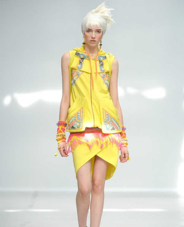paris-fashion-week-pring-summer-2014-semana-moda-primavera-verano-2014-modaddiction-desfile-catwalk-pasarela-runway-chic-estilo-style-Manish-Arora-1