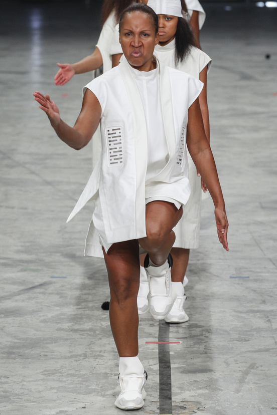 paris-fashion-week-pring-summer-2014-semana-moda-primavera-verano-2014-modaddiction-desfile-catwalk-pasarela-runway-chic-estilo-style-rick-owens-1