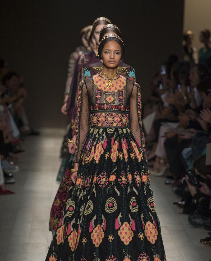 paris-fashion-week-pring-summer-2014-semana-moda-primavera-verano-2014-modaddiction-desfile-catwalk-pasarela-runway-chic-estilo-style-valentino-1