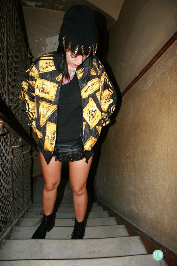 looks-jehni-botas-tachuelas-abrigo-leopardo-camiseta-mensaje-tendencia-rollup-jeans-chaqueta-piel-pinchos-beanies-gorros-modaddiction-19