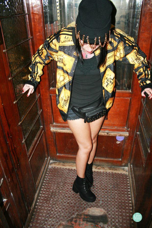 looks-jehni-botas-tachuelas-abrigo-leopardo-camiseta-mensaje-tendencia-rollup-jeans-chaqueta-piel-pinchos-beanies-gorros-modaddiction-23