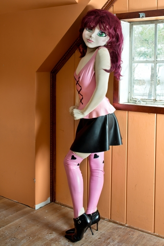 laurie-simmons-artist-kigurumi-dollers-cosplay-doll-face-japanese-munecas-disfraces-modaddiction-11