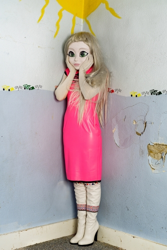 laurie-simmons-artist-kigurumi-dollers-cosplay-doll-face-japanese-munecas-disfraces-modaddiction-8