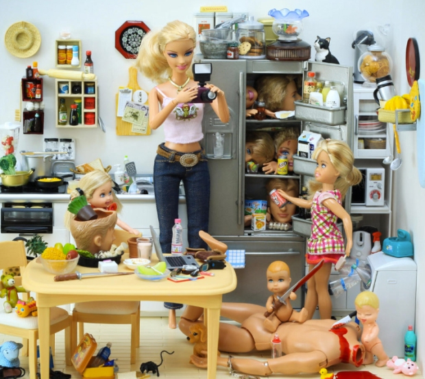 barbie-killer-ken-mariel-clayton-photography-fotografia-barbie-asesina-modaddiction-12