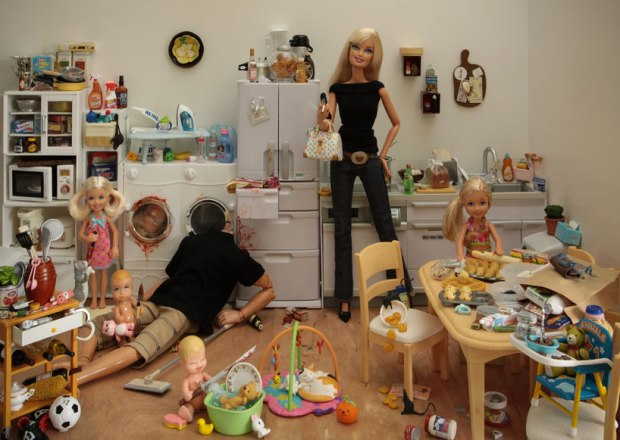 barbie-killer-ken-mariel-clayton-photography-fotografia-barbie-asesina-modaddiction-2b