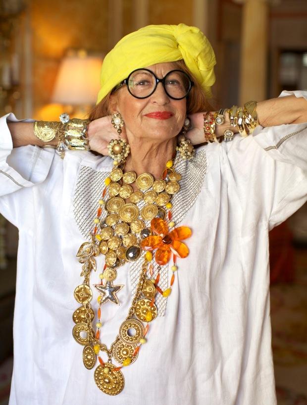 advanced-style-blog-seth-cohen-fashion-trends-women-age-moda-tercera-edad-tendencias-modaddiction-1