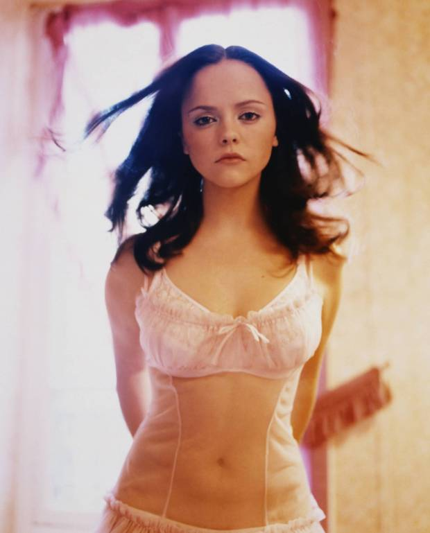 Christina-Ricci-actress-looks-blog-modaddiction-11