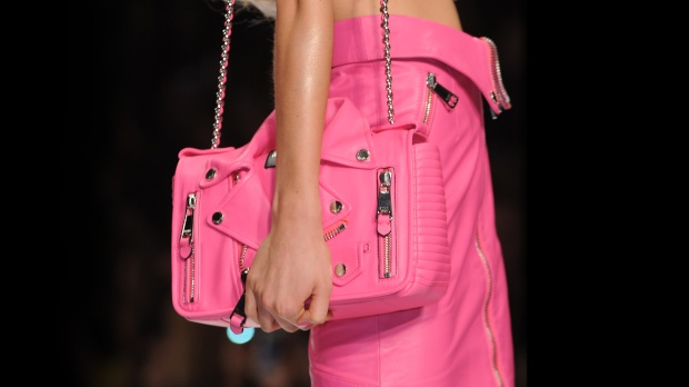 moschino-capsule-collection-spring-summer-barbie-pink-color-fashion-trends-blog-modaddiction