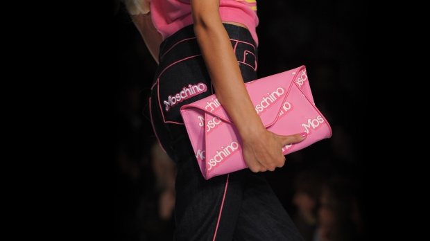 moschino-capsule-collection-spring-summer-barbie-pink-color-fashion-trends-blog-modaddiction-2